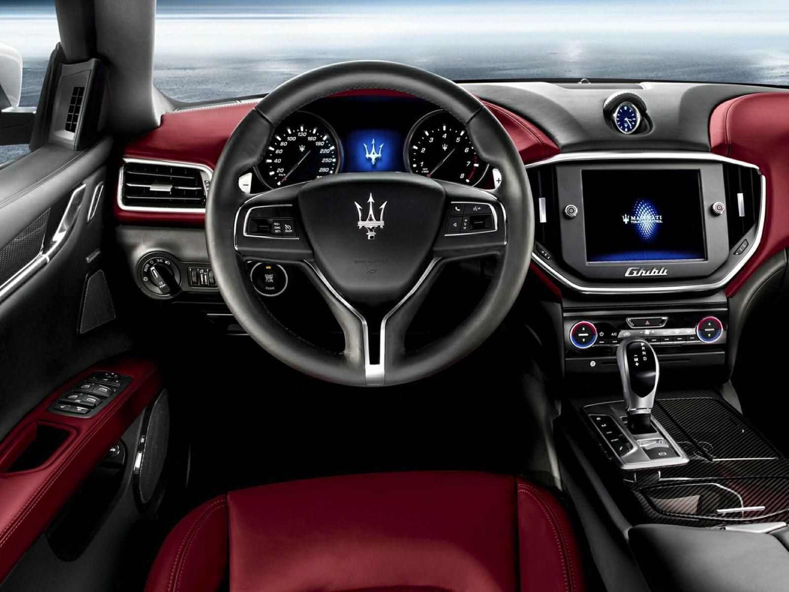 2014 Maserati Ghilbi Interior