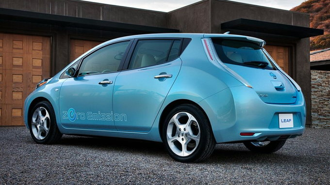 nissan drops 24 kwh battery from 2016 leaf increases. Black Bedroom Furniture Sets. Home Design Ideas