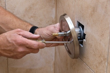 How to repair a leaking bathroom shower faucet for Bathroom shower leak repair