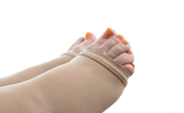 Компрессионные чулки необходимы для лечения язв на ногах