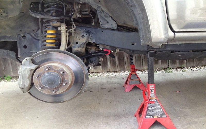 Toyota 4Runner 1996 to 2002 How to Replace Front Sway Bar Links - Yotatech