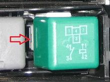 Relay retainer clip