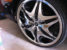 Akuza 20 inch rims with Lexus caps