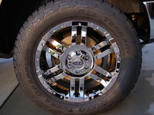 305/55/20 Terra Grapllers on 20x9 Moto Metal 951C  18offset