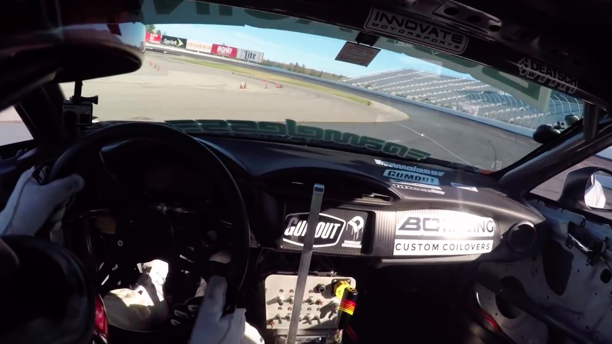 Ryan 图尔克 drifts around New Hampshire Motor Speedway
