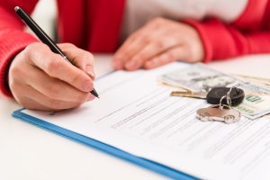 signing a car sales contract