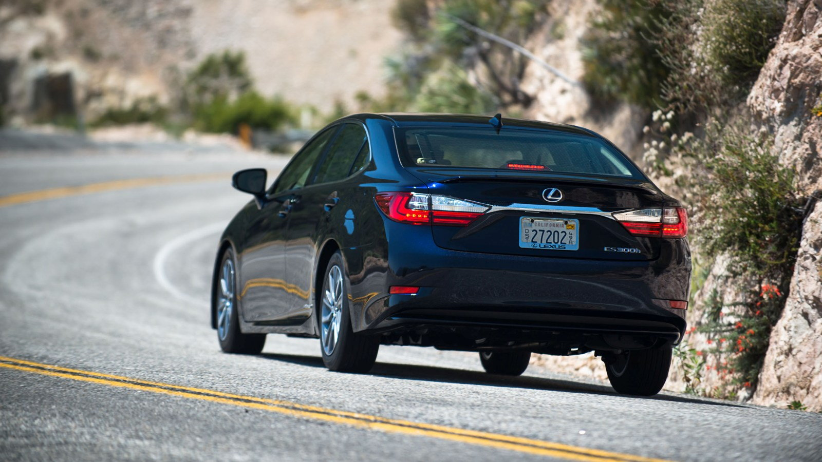A Visit With the Lexus ES 300h Hybrid