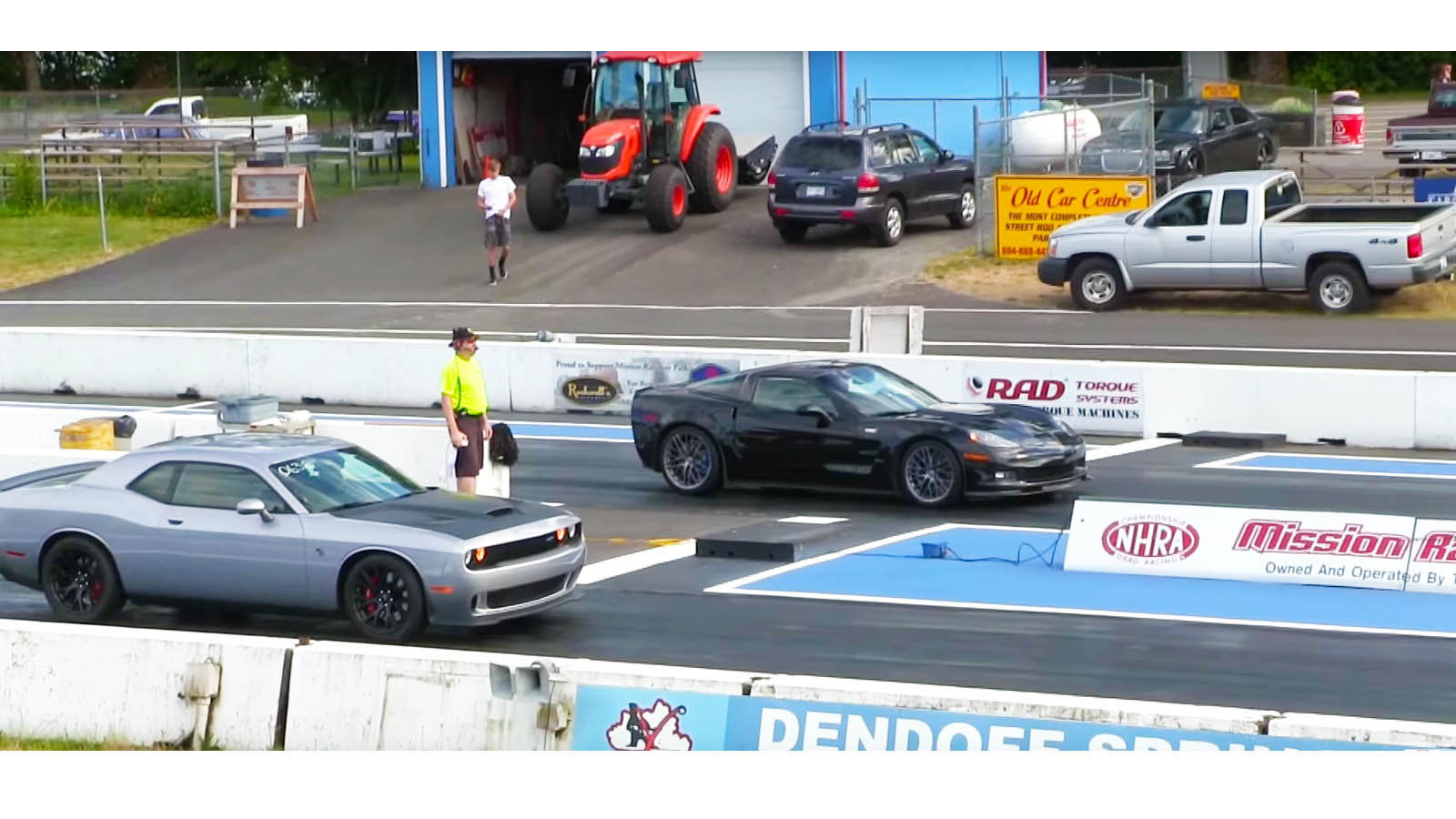 Dodge Challenger Hellcat vs C6 ZR1