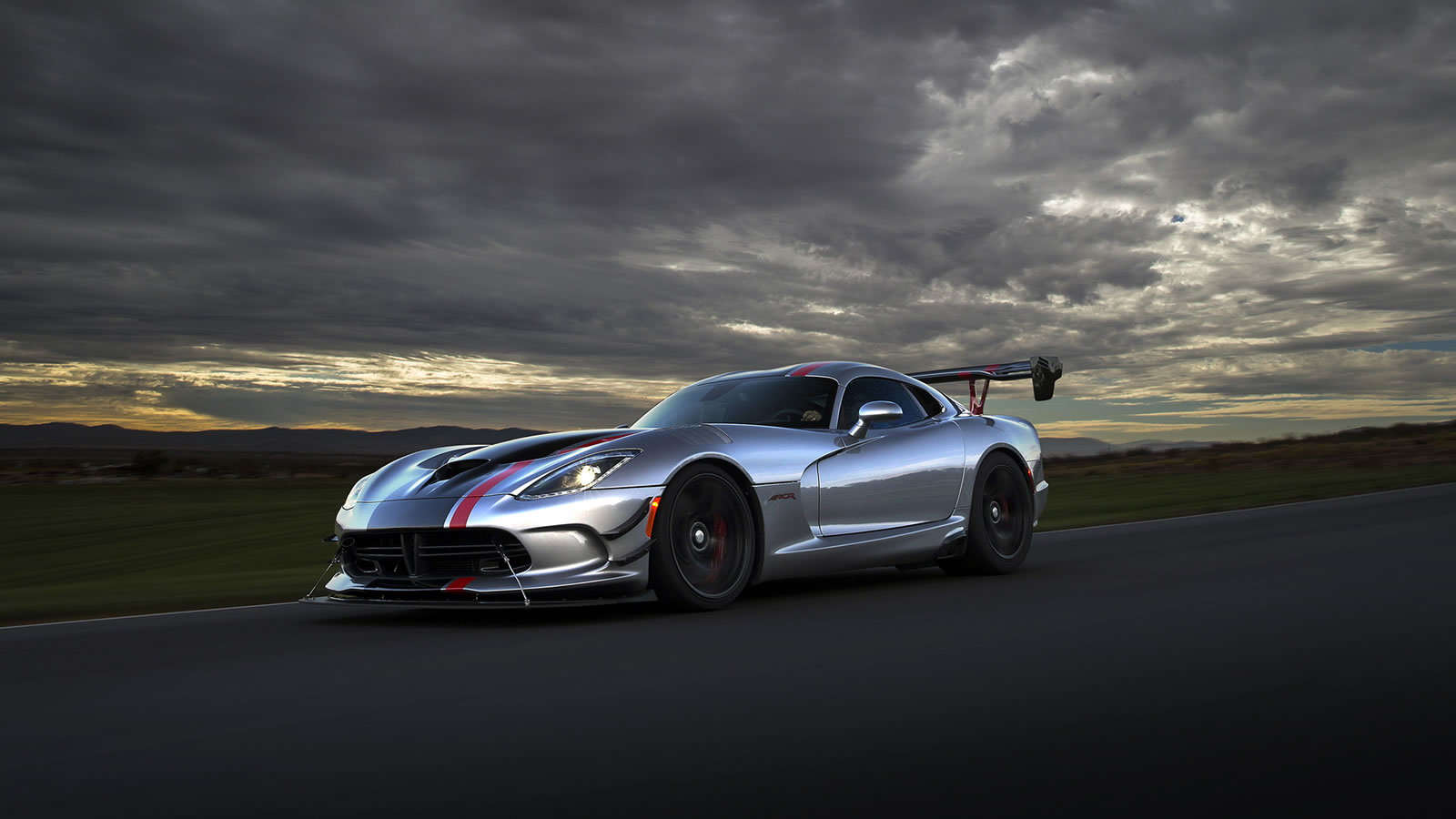 5 Ways Driving a Viper is Different From Other Cars