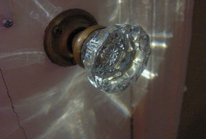 glass door knob squeak