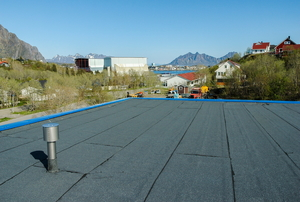 flat roof with buildings and mountian in the background