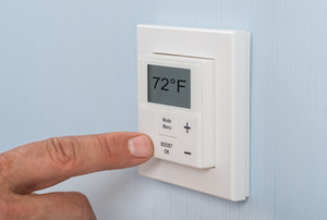 setting temperature with thermostat