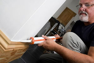 Caulking wooden skirting