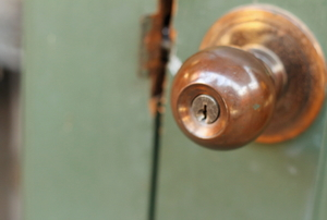 How to Repair a Loose Doorknob