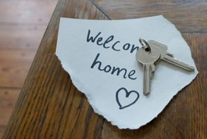 keys on a welcome home sign