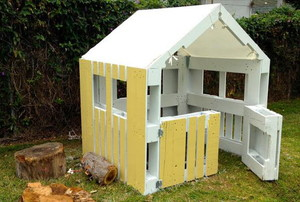 A playhouse made from pallets.