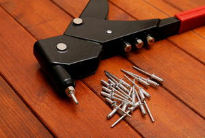 Rivet gun and rivets