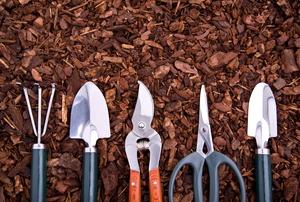 Handheld gardening tools