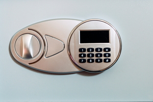 Advantages and Disadvantages of a Keyless Door Lock