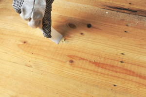 How to Apply a Stain Over Wood Filler