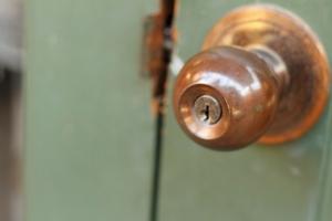 How to Repair a Loose Doorknob