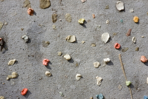 How to Remove Chewing Gum from Concrete