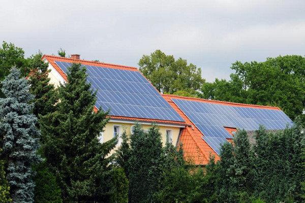 Solar Tiles Vs Solar Panels Doityourself Com