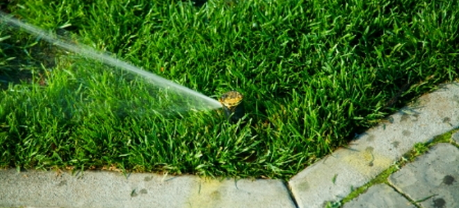 4 common sprinkler head problems doityourself sprinkler problems happen but usually you can fix them yourself todays in ground sprinklers are designed to be easy to repair and adjust solutioingenieria Choice Image
