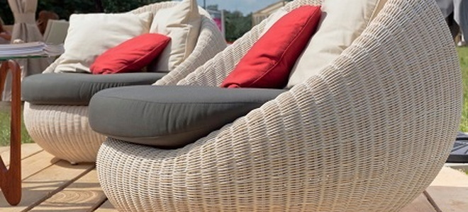 Exceptionnel While Wicker Patio Furniture Is Light, Colorful, And Allows Air  Circulation, It Is Not Naturally Weatherproof. Rain, Smoke, Sand, And Dust  Can Wear Down Its ...
