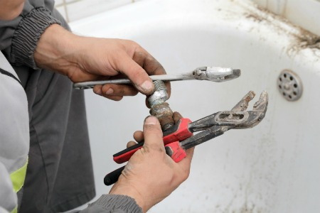 How To Fix A Leaky Tub Drain Doityourself Com