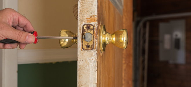 How to Repair a Loose Doorknob | DoItYourself.com