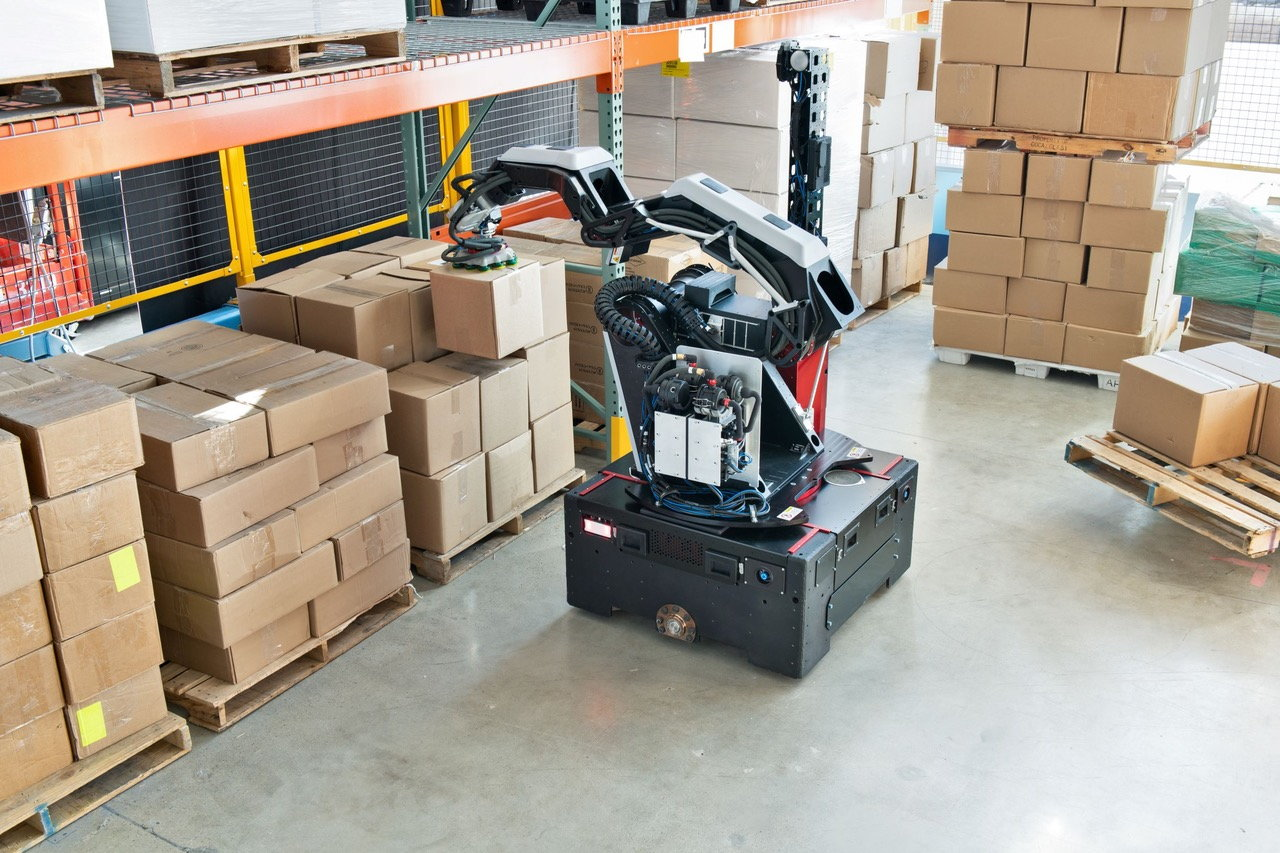 """New """"Stretch"""" Robot by Boston Dynamics Accelerates Warehouse Automation"""