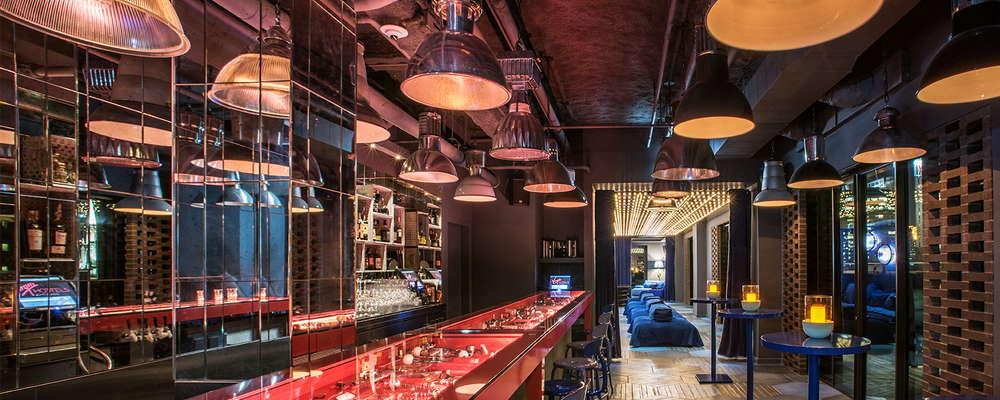 Main bar area in Cerise
