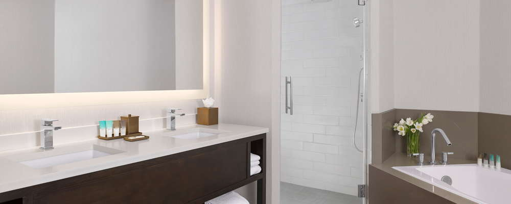 Executive King Suite Bathroom