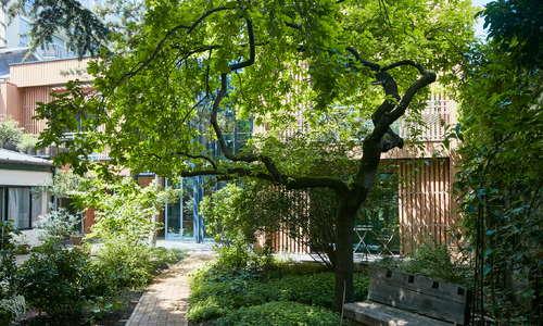 Arrival at Eden Lodge Paris
