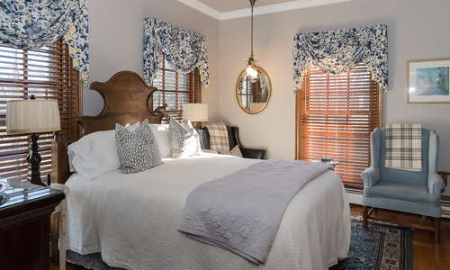 Queen Boutique Guest Room