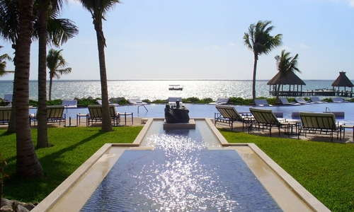 A view of the magnificent pool at Zoëtry Paraiso de la Bonita including the stunning view of the Caribbean Sea