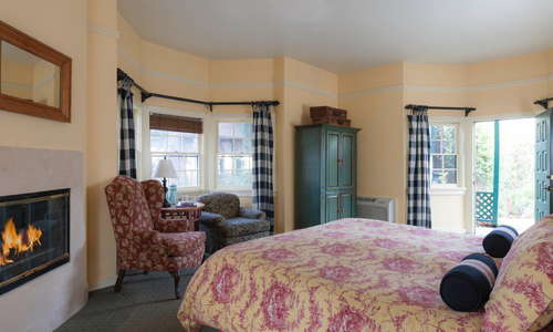 Guest room at Maison Fleurie in Yountville, Napa Valley
