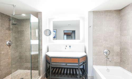 Renaissance Suite Bathroom
