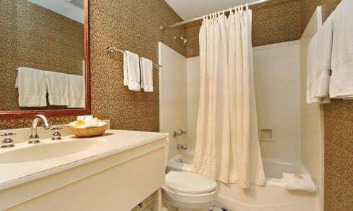Fulton Lane Inn bathroom
