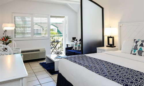 Deluxe Pool View with Walkout Balcony –King Bed