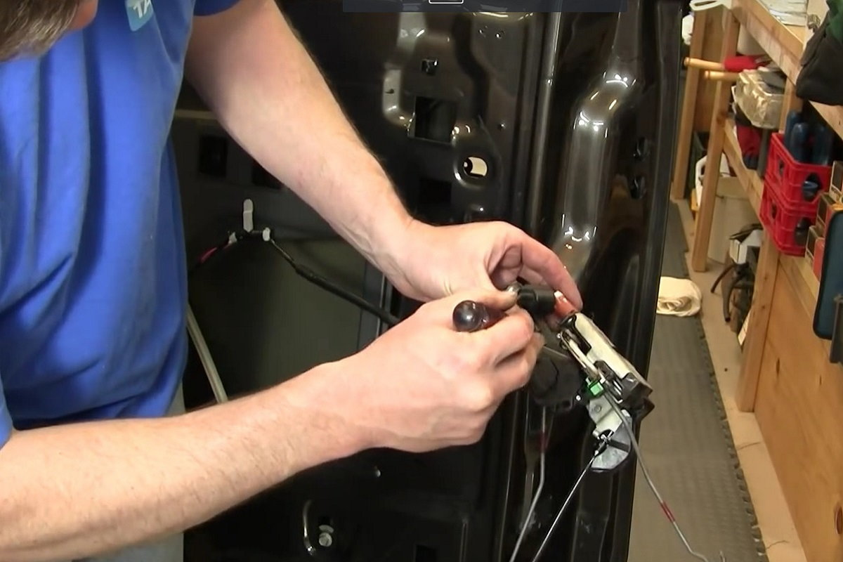 Ford F150 How to Replace Door Lock Actuators | Ford-trucks