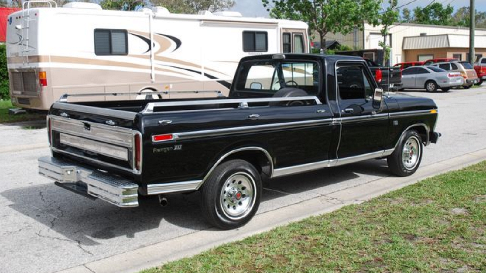 Loaded Low-Mile '75 Ford F-150 Plays the Temptress