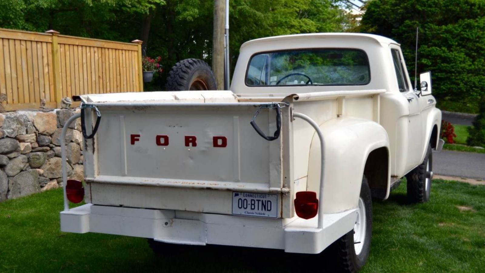 This 1961 F-100 4WD has a Flair for Survival