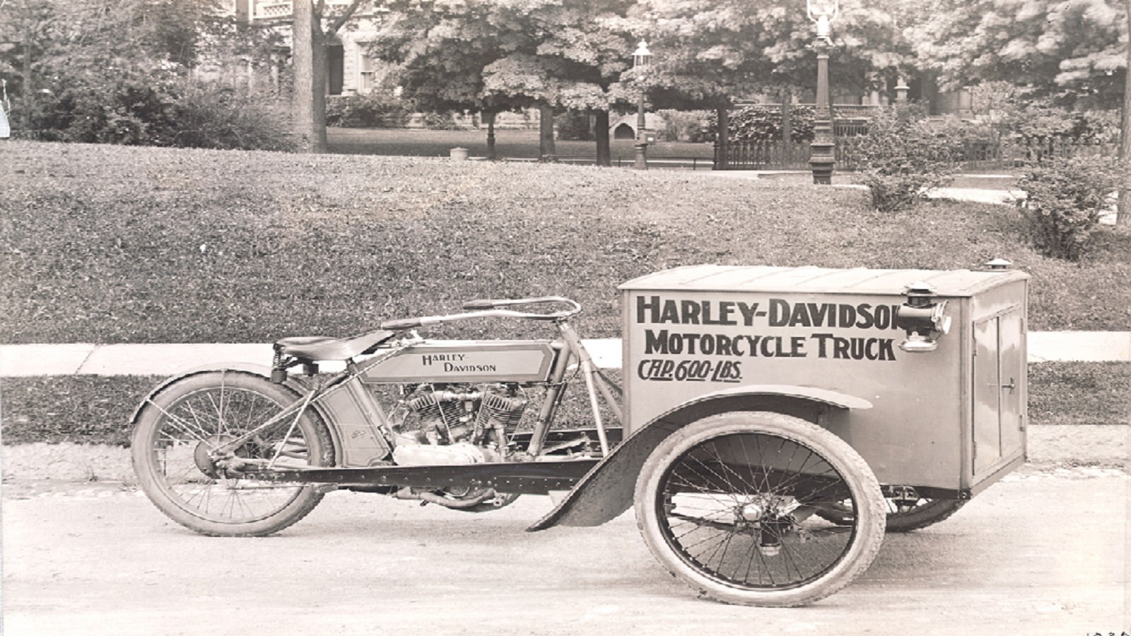 1913 Motorcycle Truck