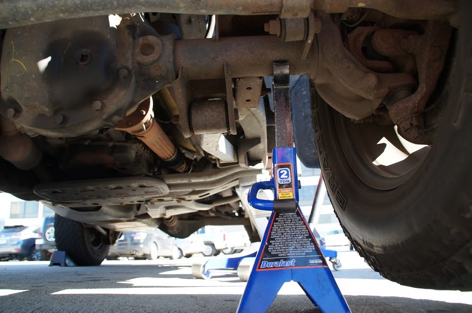 Jeep Wrangler Jk 2007 To Present How To Replace Clutch Slave Cylinder