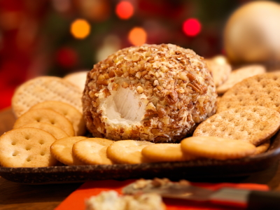 cheese ball and crackers easy holiday appetizers
