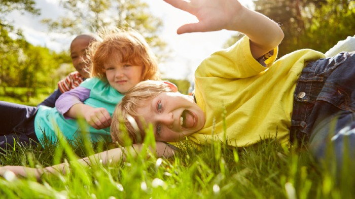 kids posing in the grass