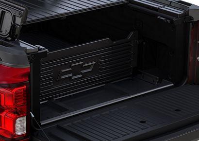 2017 Chevrolet Silverado 1500 High Country High Desert bed divider detail