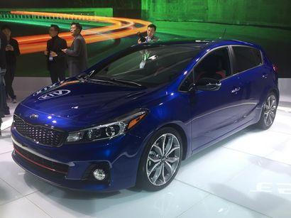 2017 Kia Forte5 SX front 3/4 view